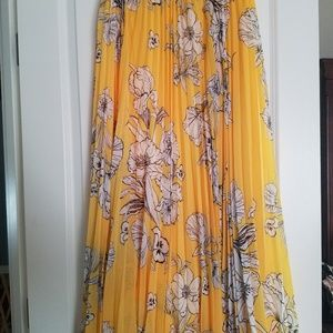 Jessica London skirt. Yellow and white floral